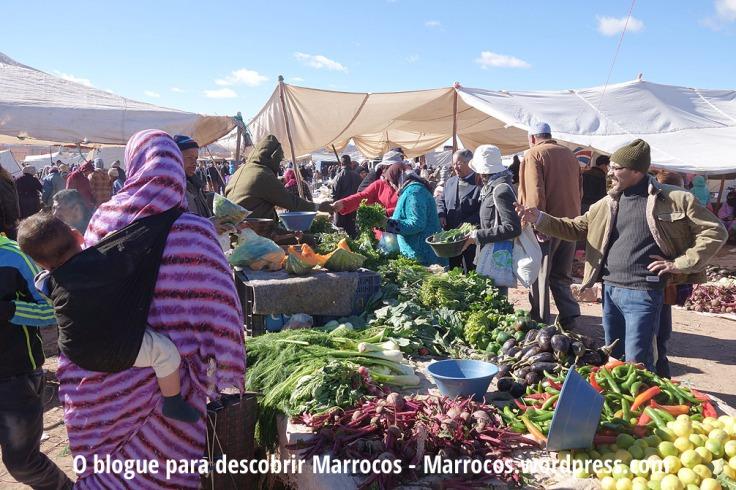 Dentro do autêntico mercado de Domingo de Ouarzazate