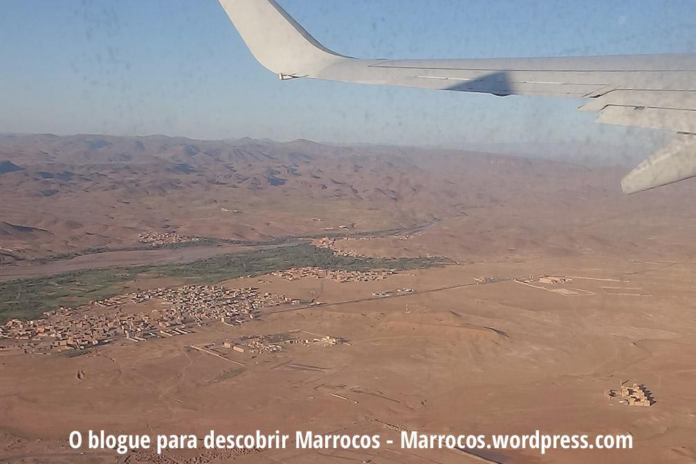 Foto aérea de Ouarzazate em que podemos ver o Casbá Tifoultoute e os Estúdios de Cinema Atlas